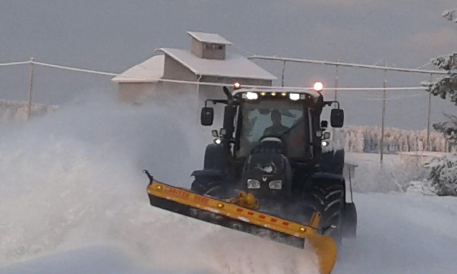 Maanrakennus- ja traktoriurakointi